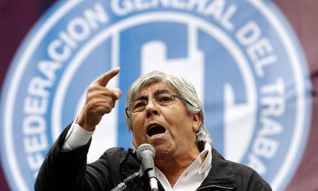 """DYN01, BUENOS AIRES 29/01/14,  FOTOGRAFIA DE ARCHIVO DEL LÍDER DE LA CGT OPOSITORA, HUGO MOYANO, QUIN  RECLAM"""" HOY QUE SE PAGUE A TODOS LOS TRABAJADORES UNA SUMA FIJA DE, """"COMO MÍNIMO, TRES MIL PESOS"""", PARA COMPENSAR LA INFLACI""""N DE DICIEMBRE Y ENERO QUE, SEGÚN SU CRITERIO, FUE """"MUY ALTA"""".FOTO.DYN/ARCHIVO/TONY GOMEZ."""